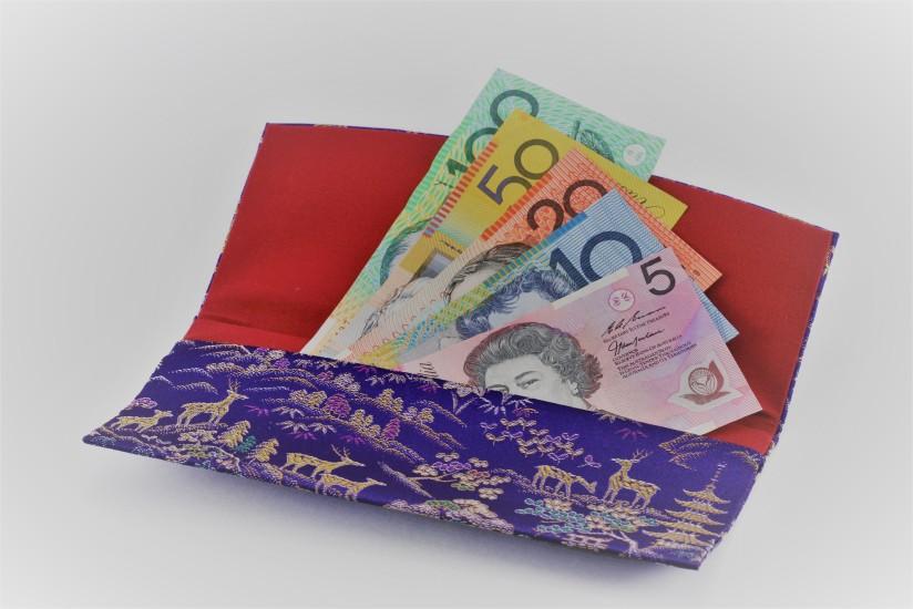 money-in-purse-1237221